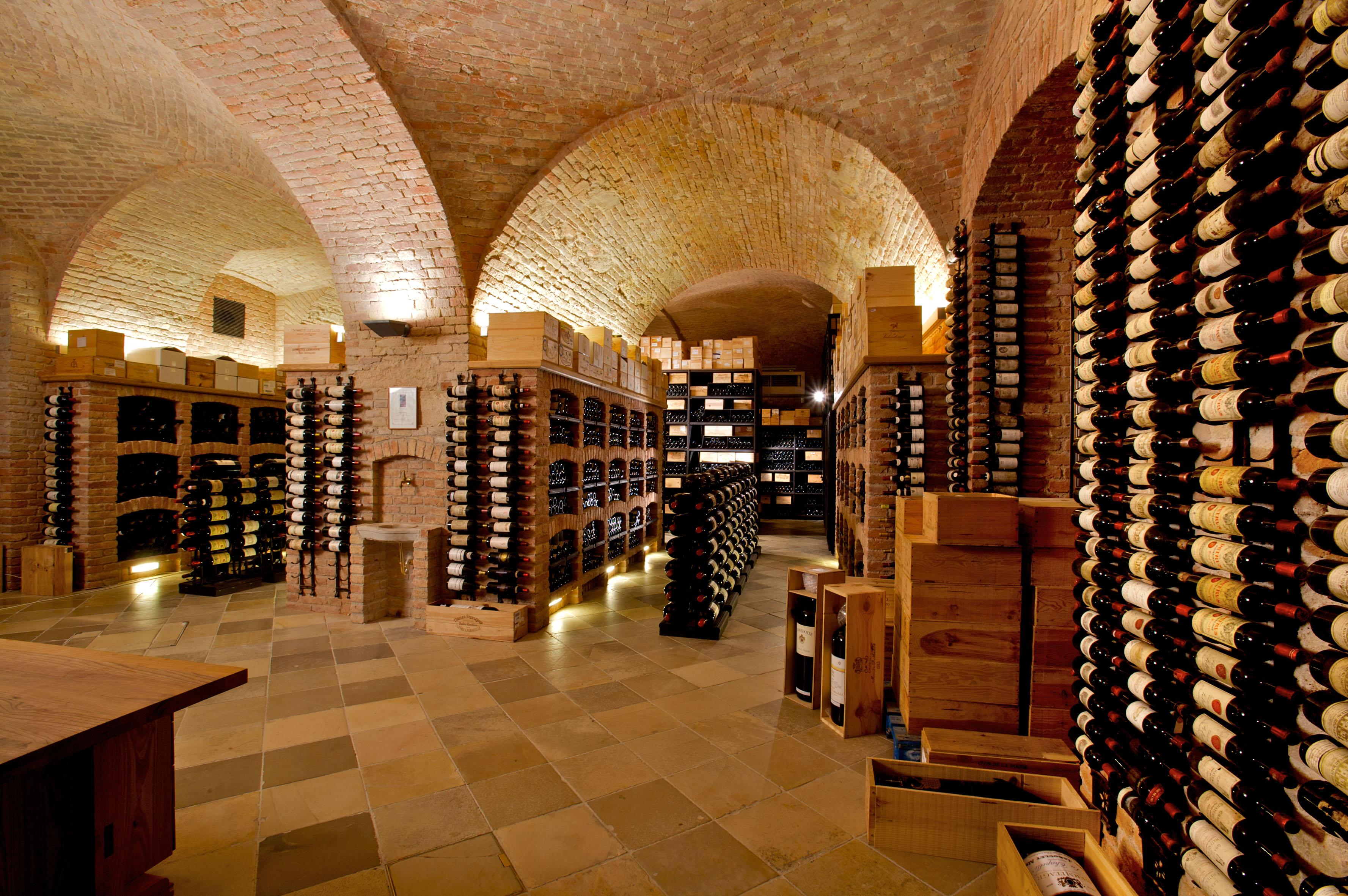 Picture of: Palais Coburg Wien Den Franske Vinkaelder Rundt Om Vin
